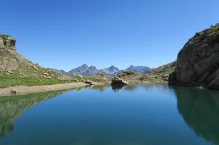 """Vue depuis un lac """"inconnu"""" sous le col du Peyreget"""