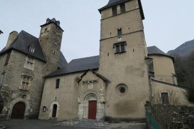 Eglise et chateau classés de Béost