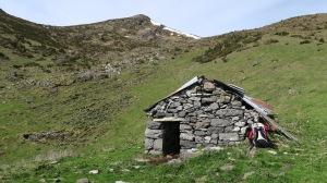 Cabane sous le col de Nabails