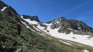 A droite, les deux pointes de Puy Arcol