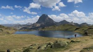 Reflet de l'Ossau dans le lac Gentau