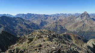 Depuis le pic : l'Ossau et les monts Aragonais