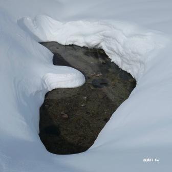Sous la neige, le gave d'Aygues-Cluses