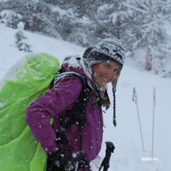 Tournaboup : il neige. Grand sourire pour Ghislaine !