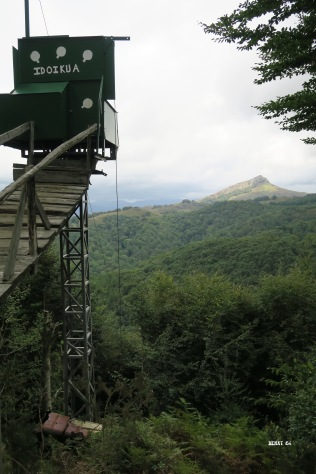Palombière perchée sur une tour métallique