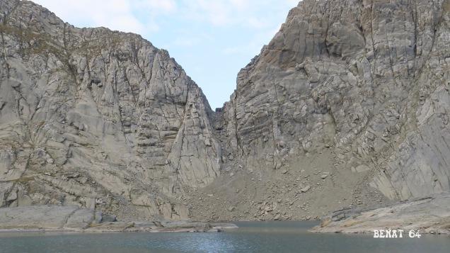Le refuge de Tuquerouye au sommet de la brèche