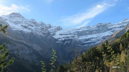 Le massif de Gavarnie devant