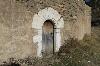Otín : le porche de la Chapelle