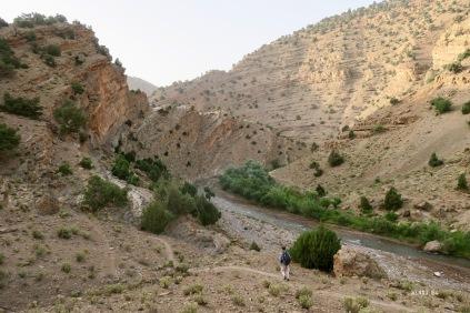 Devant Omar, l'entrée des gorges