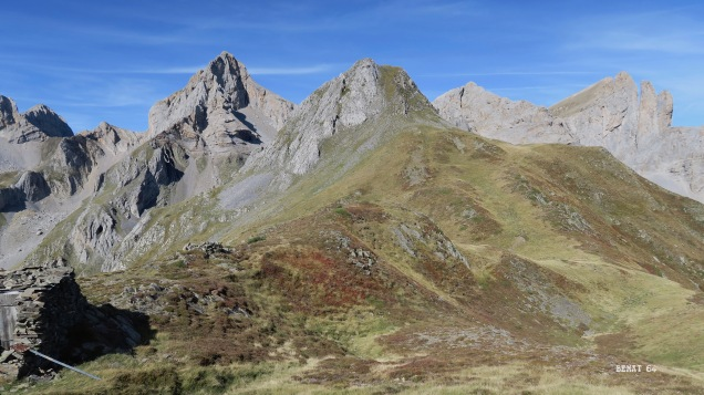 Au centre : pic de la Chourique