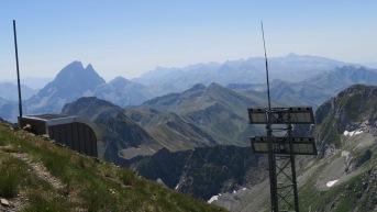 pic de Sesques et son relais téléphonique pour les bergers