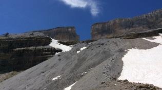 J 32 – Bigorre : la brèche de Roland (2804 m) depuis le refuge des Sarradets