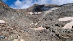 au fond à droite : Grand pic du Tapou